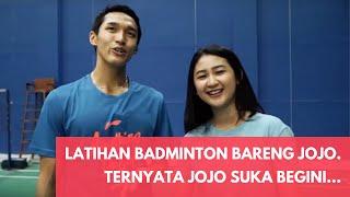 Latihan badminton bareng Jonatan Christie. Ternyata Jojo suka begini...