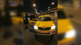 Смотреть видео Агрегаторы продолжают убивать людей. Ночью в районе Москва-сити таксист без прав сбил инспектора ДПС онлайн