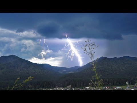 Гроза с молниями на Алтае