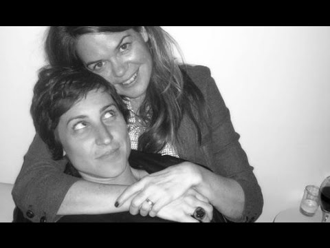 Single Gay vs. Lesbian Moms: Gay PDA