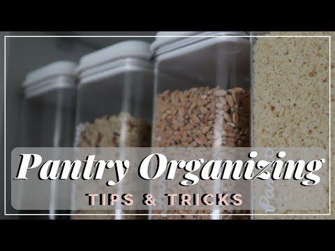 Favorite Small Space Pantry Organization Tips | 30 Days of Declutter