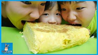 계란 달걀 30개 한판! 초거대 대형 계란말이 도전 ♡ 음식랩 계란말이송 무모하단 말이야 Giant rolled egg omelet | 말이야와친구들 MariAndFriends