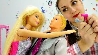 Детское видео про куклы и одевалки: Барби и Кен выбирают наряд на новый год. Игры для девочек Barbie