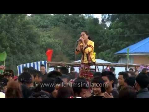Mizo singer Zoherliani singing 'A leng em mai'