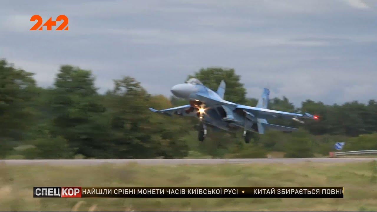 Украинский Су-27 снес дорожный знак во время учений