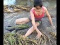 Amazing beautiful girl Fishing in the field - How to Catch Fish at battambang ( part 19)