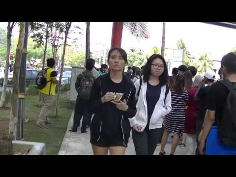 Long Line to Comic Fiesta 2016 Day One