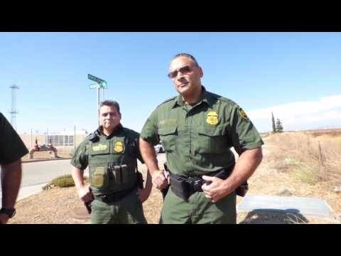 """US Border Station """" ARE YOU A TERRORIST"""" Clowns We Employ, 1st Amend Audit"""