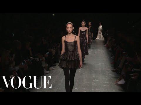 Valentino Fall 2016 Ready-to-Wear   Paris Fashion Week