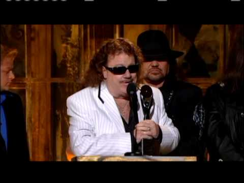 Lynyrd Skynyrd accept award Rock and Roll Hall of Fame inductions 2006