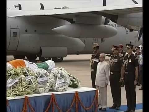 PM Modi and President Pranab Mukherjee received the mortal remains of Dr APJ Abdul Kalam in Delhi