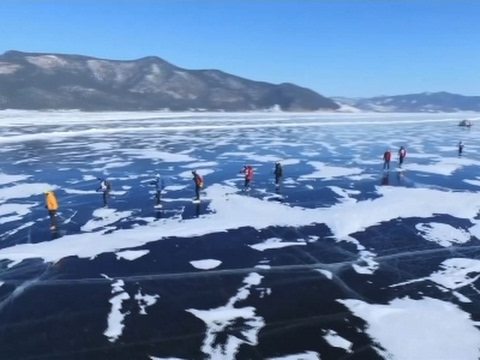 Raw: Russia Hosts Extreme Race on Frozen Lake