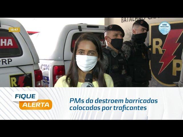 PMs da Radiopatrulha destroem barricadas colocadas por traficantes