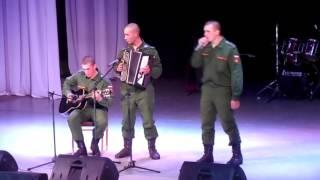 Под гитару - в руках автомат, потому что солдат стоит просмотра