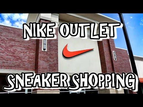 sneaker-shopping-@-nike-outlet