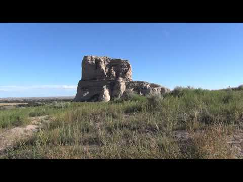 Courthouse and Jail Rock formations on the Oregon Trail in N