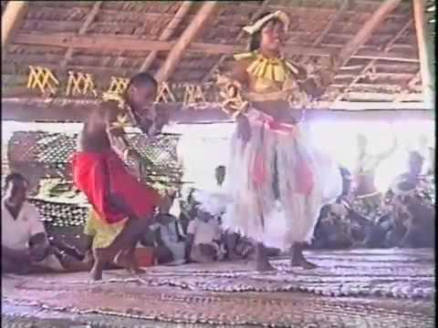Kiribari Dancing atTabuaeran Teraina 1988 1994 Kiribati Bateau Fraternité mp4