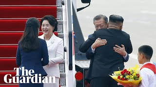 Download Video Why are Kim Jong-un and Moon Jae-in's hugs controversial? MP3 3GP MP4