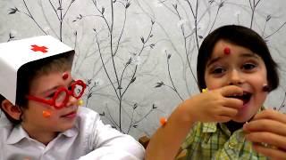 ИГРАЕМ В ДОКТОРА / Дети играют в доктора / видео для детей про доктора/ доктор спешит на помощь