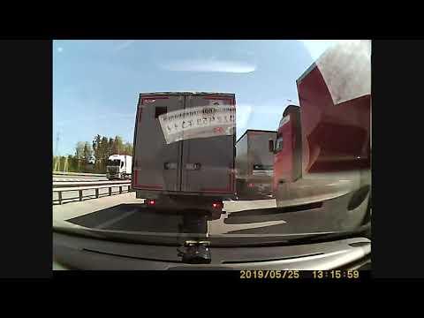 Легкая авария двух фур по трассе М5 Рязань