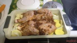 Курица запеченная в духовке / самый простой и очень вкусный рецепт