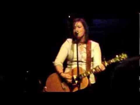 Lindsey Hinkle performs at The Whippoorwill