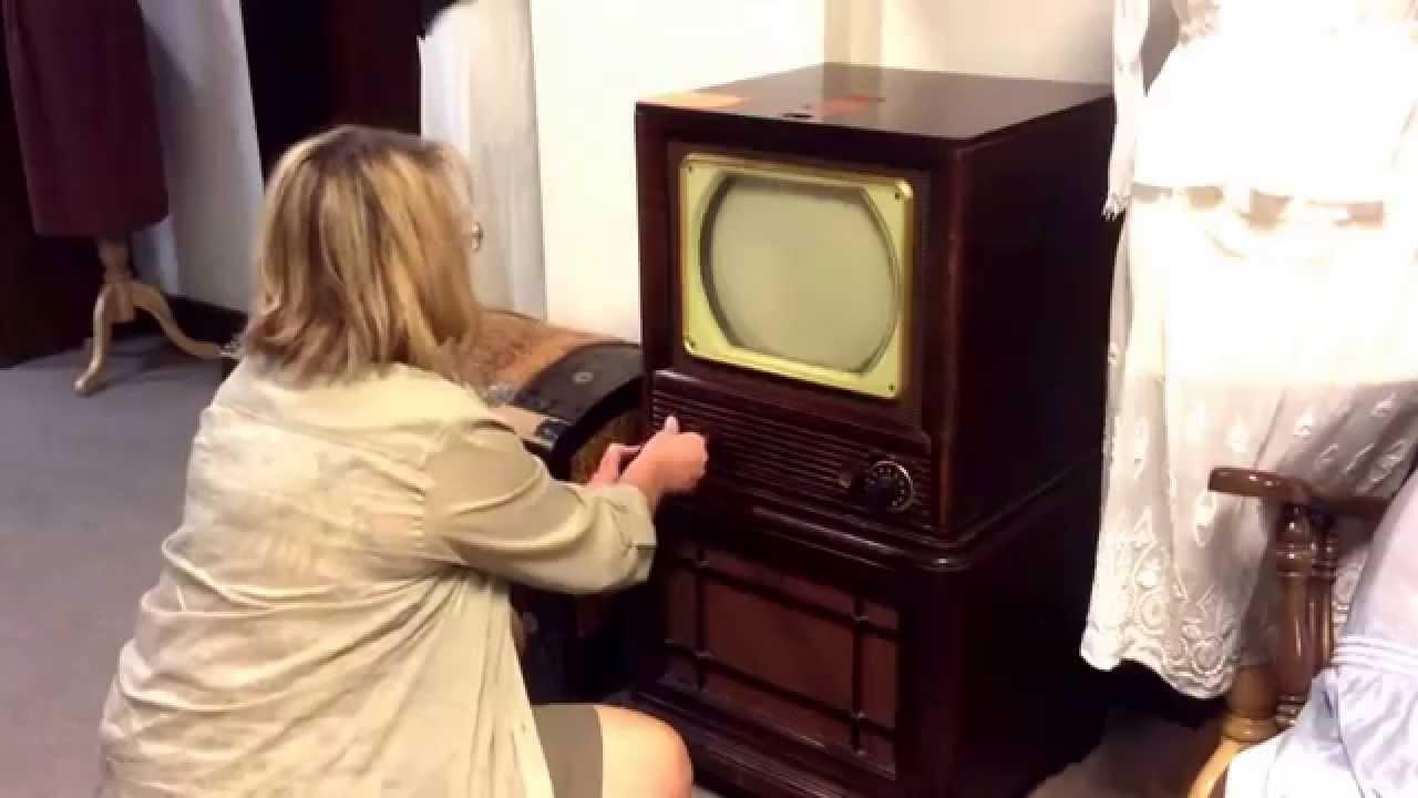 Vintage Philco Television Set 1949 Model # 50-T-1404