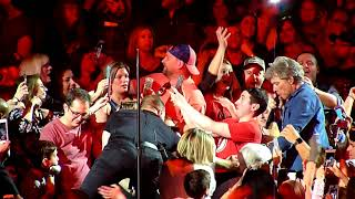 Bon Jovi Newark 2018-04-07 Bed Of Roses with Jon dancing with fan