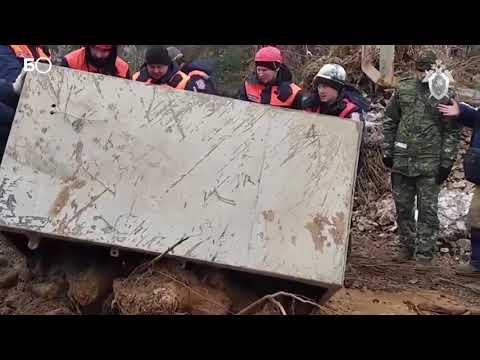 На месте прорыва дамб под Красноярском нашли сейф с золотом