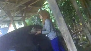 Download Video Beautiful Muslim Washer woman car - cewek jilbab cuci mobil MP3 3GP MP4