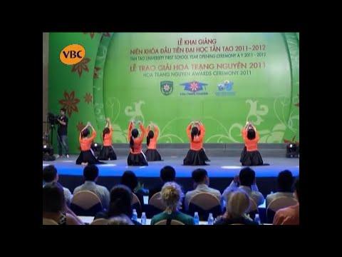 Đội văn nghệ Kế toán tổng hợp K50 biểu diễn tại Đêm hội Hoa Trạng Nguyên 2011 | 2011.09.17