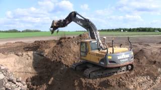 Volvo EC240B Digging A Big Hiding Hole
