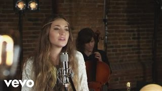 Смотреть клип Lauren Daigle - Power To Redeem
