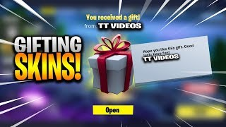🔴LIVE! *GIFITING SUBSCRIBERS SKINS/ GIVEAWAY!* | Fortnite Battle Royale | Road to 2k Subs