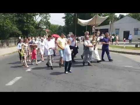 Fragment przemarszu procesji w Słubicach - Boże Ciało 2019