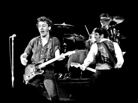 31. Incident On 57th Street (Bruce Springsteen - Live At The Nassau Coliseum 12-29-1980) Mp3