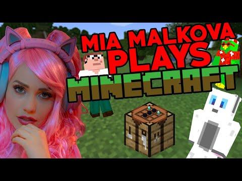 Teaching Mia Malkova How To Play Minecraft