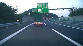 草津JCT(ジャンクション)を京都、大阪方面に走ってみました!!新名神高速道路下り線です!!草津SA(サービスエリア)の入口もわかります!!