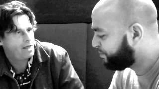 Steven Brown in gesprek met Salah Edin