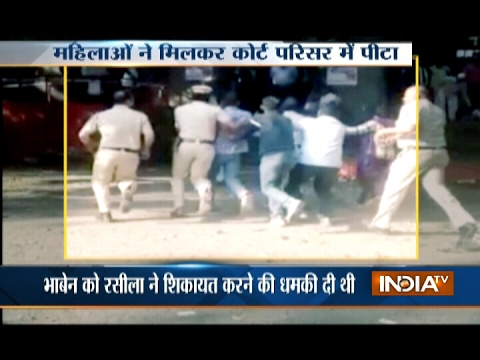 Women Caught Beating Murder Accused outside Court in Pune