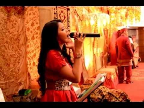 Ratu Sikumbang - Talambek Pulang At Gedung Sinema Film Pancoran.MOV