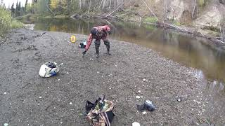 Рыбалка в глухой тайге Эта яма забита хариусом