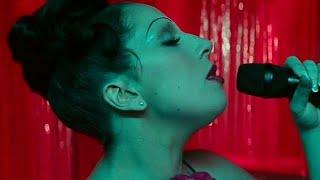 Nasce uma Estrela (2018) - Ally se Apresenta no Bar (Dublado em Português)