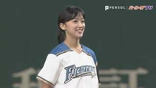 アナウンサーの竹内由恵さんが始球式!!