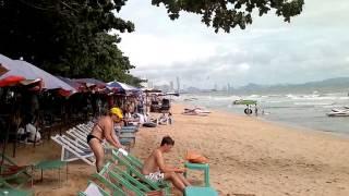 На пляже возле отеля Pattaya Park(Это видео создано с помощью видеоредактора YouTube (http://www.youtube.com/editor), 2013-09-12T03:20:44.000Z)
