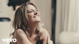 Смотреть клип Irene Grandi - Finalmente Io