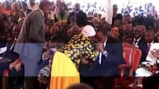 This Woman talk to Uhuru in Kamaru burial