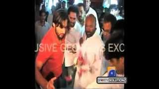 SHAHID AFRIDI ATTACKS FAN AT AIRPORT