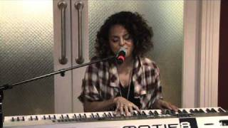 Смотреть клип Marsha Ambrosious - Butterflies | Acoustic