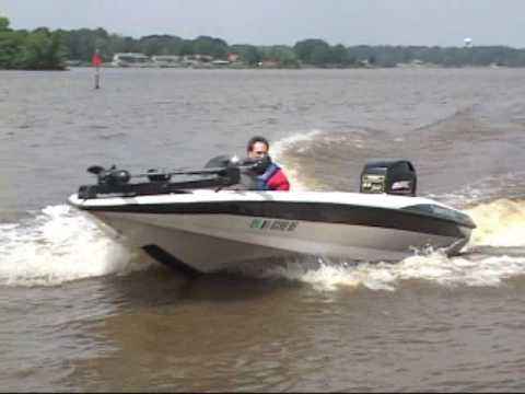 Bass Boat Crash - YouTube